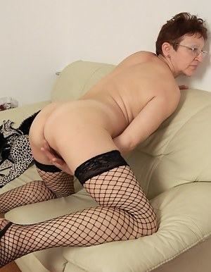 Big Ass on Knees Porn Pictures